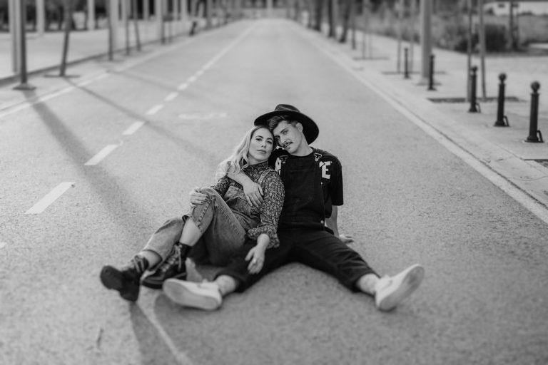 sesión de pareja en la ciudad
